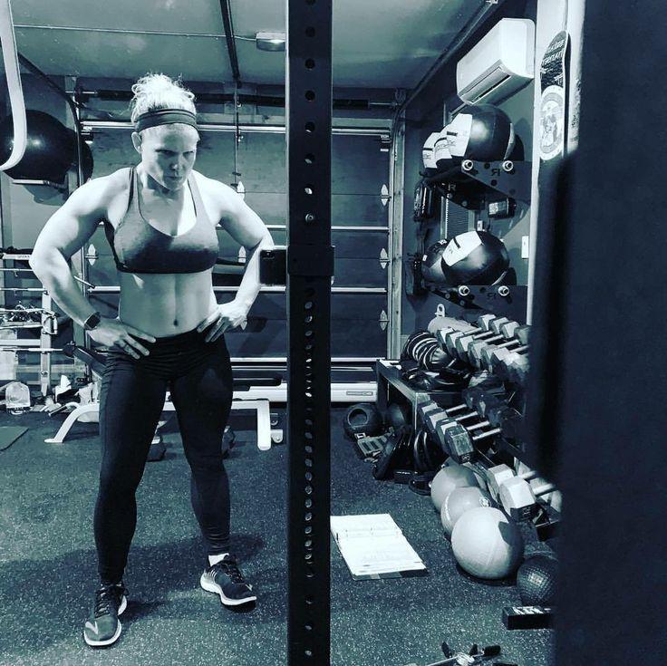 Pin By Marcos Orduno On Beth Phoenix Sport Fitness Beth Phoenix Sporty