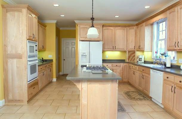kitchen cabinet stain wood | ... Kitchen Cabinets Looks Like New › wood stain natural maple kitchen
