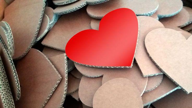 Cuori di cartone per decorazioni di San Valentino 2016.   #cardboard #love #cartonfactory #ecodesign #design #sanvalentino #valentine