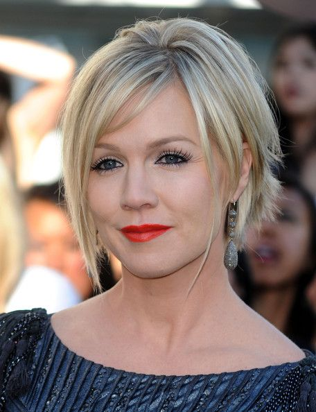 Jennie Garth Messy Cut  The actress sported a super short, razor-cut hairstyle with longer, face-framing strands