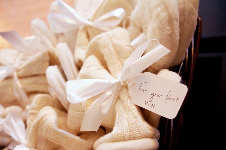 Une jolie idée pour garder les pieds au chaud / Cute idea to keep your guests feet warm