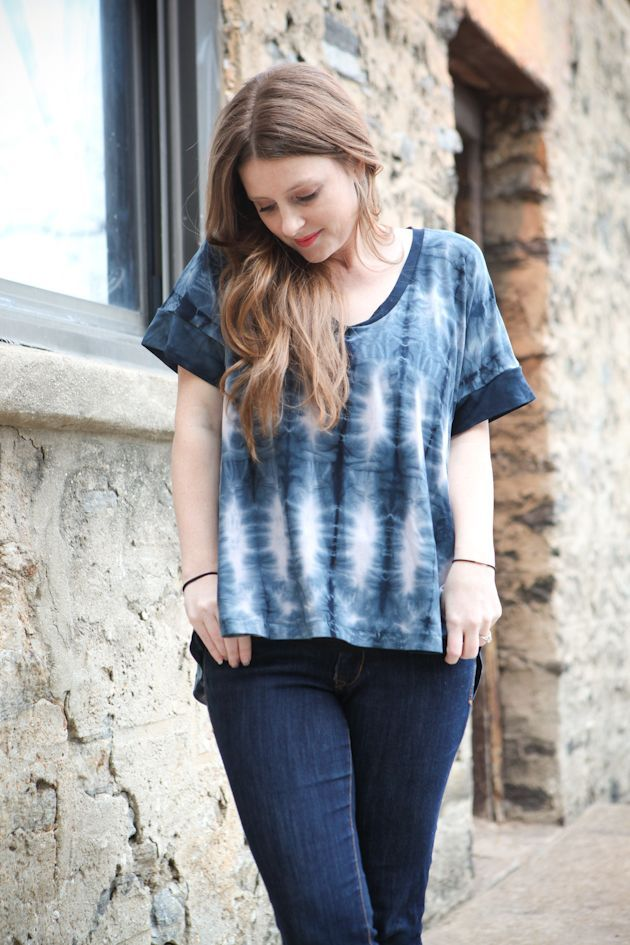 I am super excited to share my tutorial for the shibori dyeing that I did on yesterday's Perfect Pattern Parcel concert tee. This is just one of many shibori techniques, but it seemed like one of the