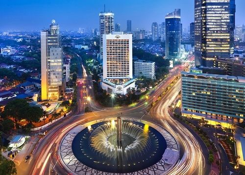 "center in the capital city of Indonesia country ;) shopping malls, specialty centers, central offices, and this point is roundabout that are in Jl. MH Thamrin"" exactly in front of the hotel Indonesia - Jakarta Capital Region"