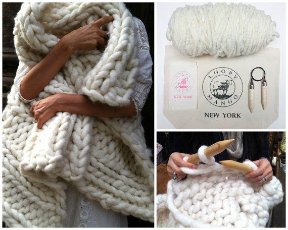 Super chunky knit blanket 56'' x 96''. Hand knit. by loopymango
