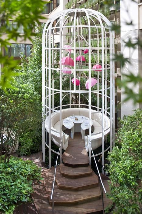 Garden Table : Camelia restaurant.   Mandarin Oriental Hotel, Paris.