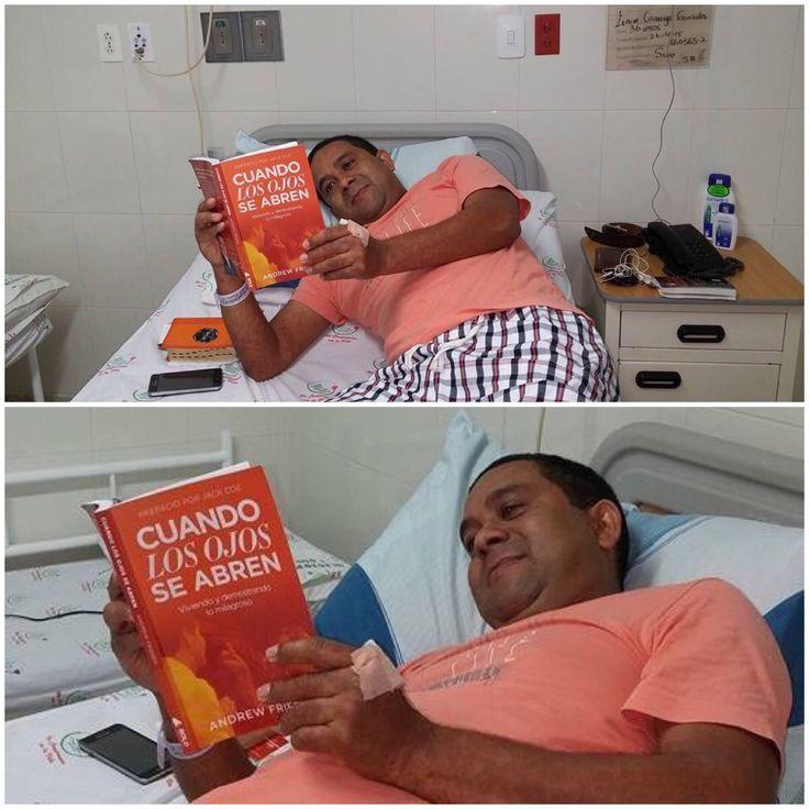 Leyendo mi libro sanando en hospital