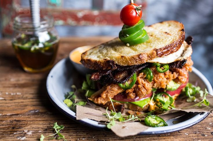 Jalapeno Bal ile Fried Chicken BLT    http% 3A // saltandwind.com / yemek tarifleri / ders / sandviç