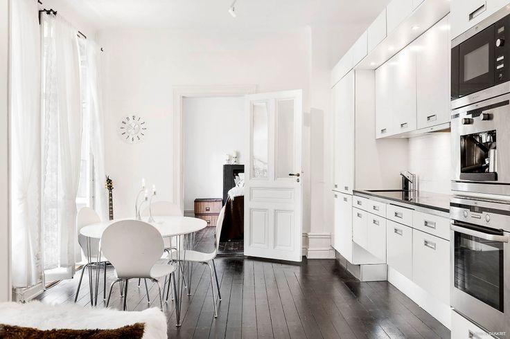 Bostadsrätt till salu på Parkgatan 12, 2 tr. ö.g i Stockholm - Mäklarhuset