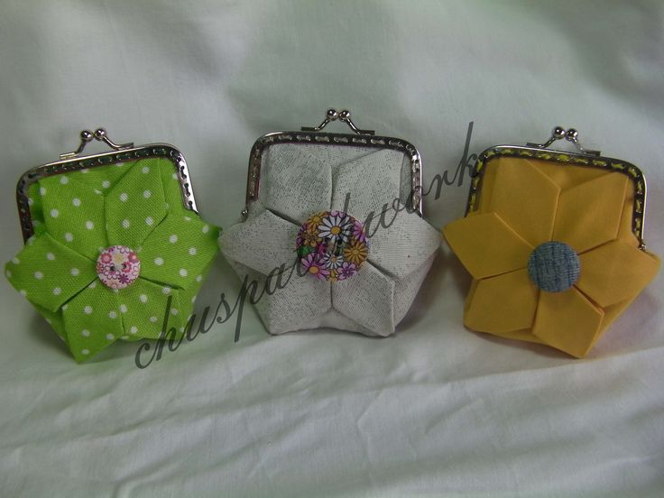 """tres monederos hechos con la técnica de """" origami """""""