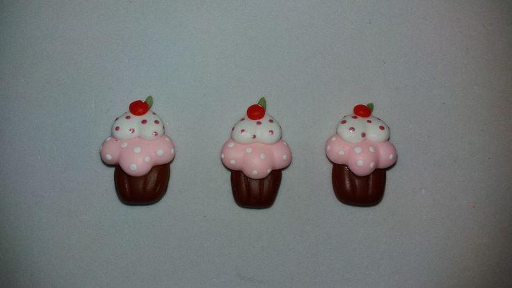 Aplique Cupcake feito de biscuit  Medindo Aproximadamente 2,5cm de altura