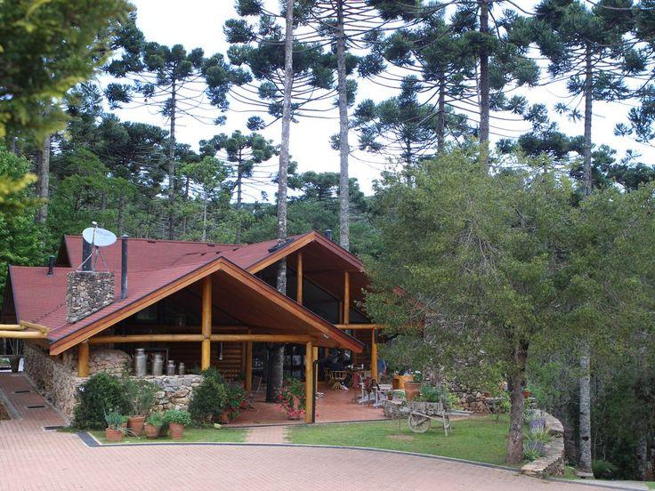 Luxuosa Casa, 760m2, 4 suítes, entre Campos do Jordão e São Bento do Sapucaí, lareira, área gourmet, sala de jantar e cozinha. Alugue por Temporada