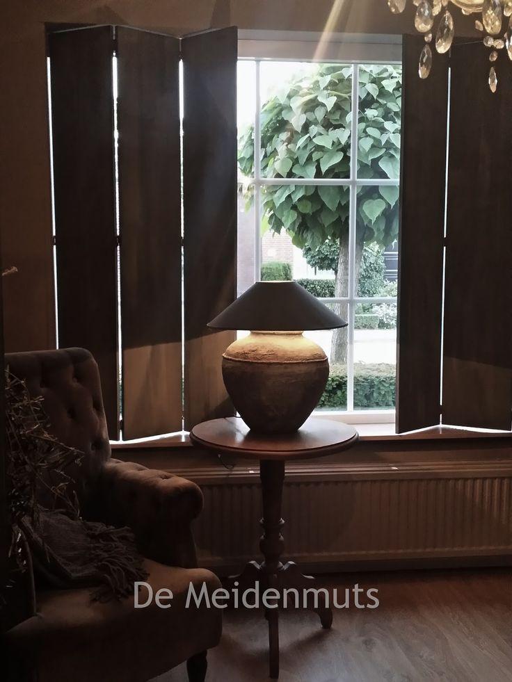 De Meidenmuts: Luiken woonkamer & hal