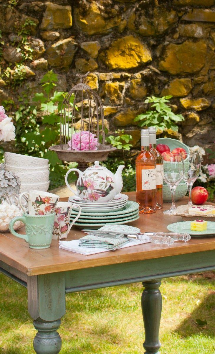 Pretty outdoor tea party!