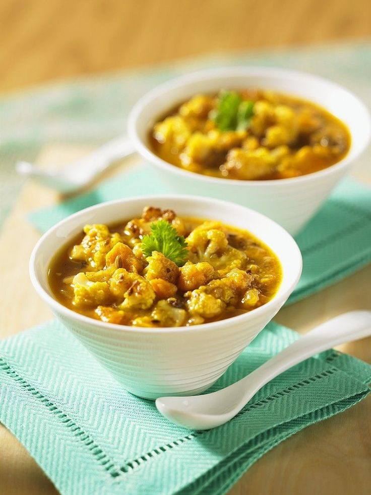 Gemüsecurry mit Süßkartoffeln und Blumenkohl | Zeit: 10 Min. | http://eatsmarter.de/rezepte/gemusecurry-8