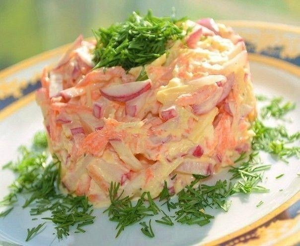 Салат для похудения 47.96 ккал на 100 г Для приготовления салата для похудения понадобятся: Морковка свежая -2 штуки Свежее сочное яблоко - 1 шт. Сладкий перец - 2 штуки Пучок укропа Низкокалорийный йогурт либо другая диетическая заправка (жирность не более 3%)
