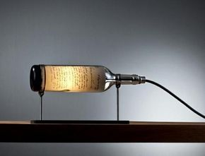 Como fazer uma luminária com garrafas. Adira à decoração reciclada! Cada vez há mais pessoas que optam por reaproveitar objetos que não usam ou que terminaram a sua vida útil de modo a dar-lhes um novo uso a nível estético, para que a sua ...