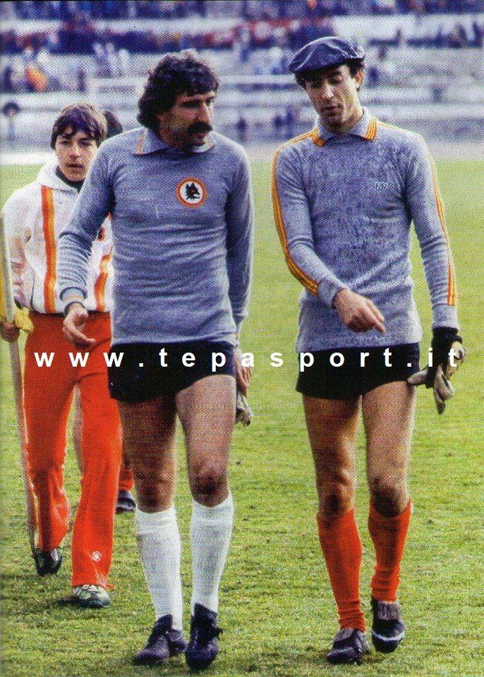 Roma - Catanzaro 1-0 Paolo Conti e Mattolini a fine partita ... ⚽️ C'ero anch'io … http://www.casatepa.it/ 🇮🇹 Made in Italy dal 1952 #WEAREBACK