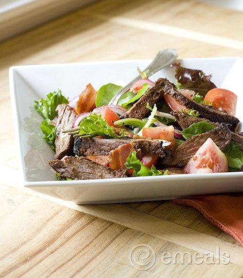 Blackened Skirt Steak BLT Salad: perfect for summer and packed with protein! #cleaneating #summerfoods #salads