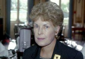2-May-2015 15:07 - BRITSE SCHRIJFSTER RUTH RENDELL (85) OVERLEDEN. Ruth Rendell, schrijfster van populaire misdaadromans als Streling voor het oog (1998), Slapende honden (2009) en Vier lijken en een imbeciel (2013), is overleden. Ze werd in januari na een beroerte opgenomen in het ziekenhuis, schrijft de Britse krant The Guardian. Ze is 85 jaar oud geworden.