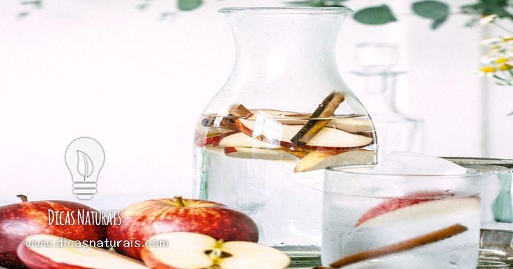 A água de maçã com canela contém fibra, cálcio e ferro. É também indicada em casos de constipações e gripes.