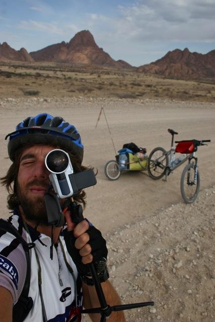 Con un par de ruedas - Adventure & Cycling