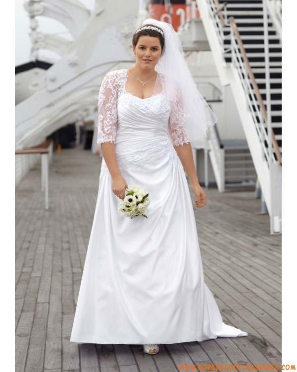 Belle robe de mariée grande taille longue avec traîne ornée de perle en satin