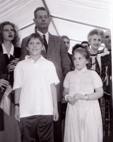 Regele Mihai cu Nicolae şi Elisabeta-Karina Medforth-Mills, copiii Principesei Elena.