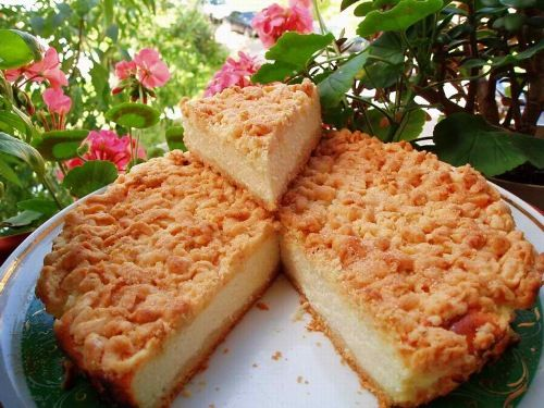 Пирог с крошкой и с яблоком.2 рецепта.  Особый вкус и нежность пирогу придает песочная крошка с начинкой, в которой сочетание творога и яблока. С давних времен люди готовят из него различные блюда. Среди кулинар…