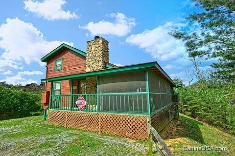 sleepy ridge cabin rental in pigeon forge tn there are 2 bedrooms on