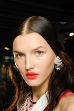 fluoro magenta-red matte lips + bare eyes : missoniMakeup, Red Lips, Matte Girls, Magenta R Matte, Orange Matte, Matte Lips, Matteneon Lips
