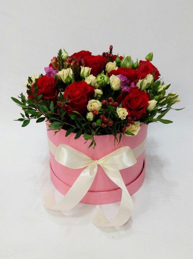 Когда идешь на свадьбу к подруге, главное - не забыть цветы. Коробка с цветами - идеальный вариант для любого торжества! Благодаря флористической губке, коробка надолго сохранит свежесть цветов)) Салон красоты и цветов Viva Rosa  📞050-362-35-55  ул. В. Вернадского, 1/3