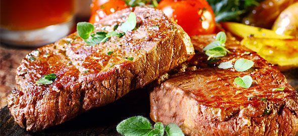 Τι θα μαγειρέψετε την Τσικνοπέμπτη; Τέσσερις διάσημοι Έλληνες μάγειρες προτείνουν λαχταριστές συνταγές για πανσέτες, λουκάνικα, μοσχαράκι και αρνί –τα κάρβουνα περιττεύουν!