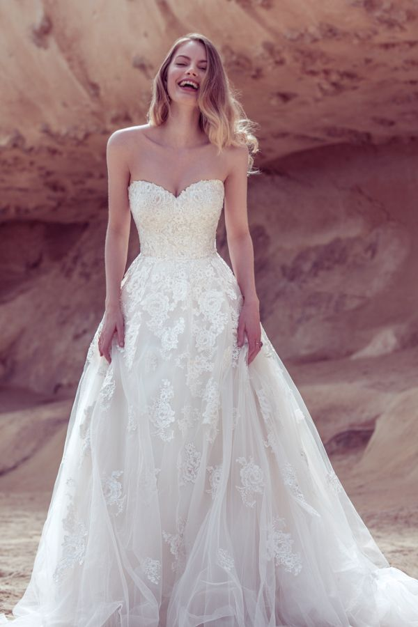 Sweetheart wedding dress by Ellis Bridals. Wedding dress lingo explained – a guide to necklines and skirts #weddingdress