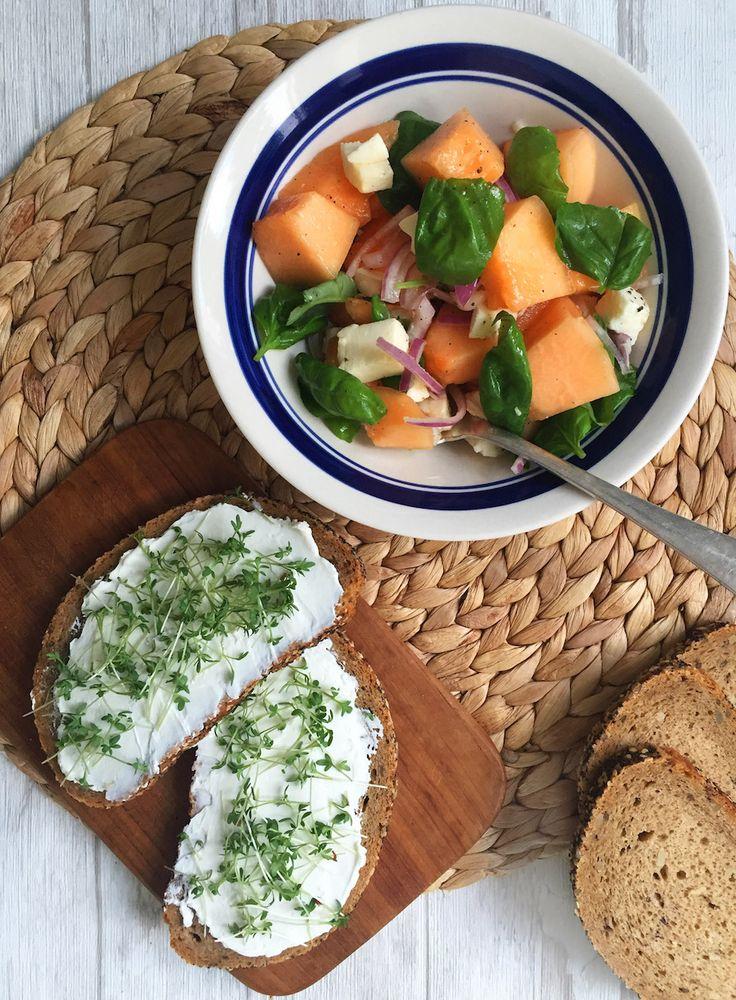 Brotzeit mit herzhaftem Melonensalat