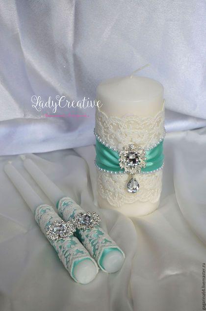Купить или заказать Свадебные свечи 'Богемия' мятные в интернет-магазине на Ярмарке Мастеров. Свадебные свечи с хлопковым кружевом и брошками . Выполнены в мятном цвете.