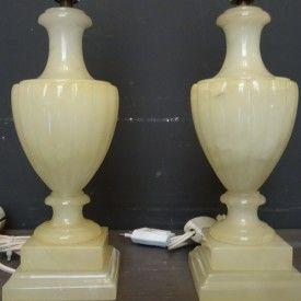 Twee albasten lampvoeten