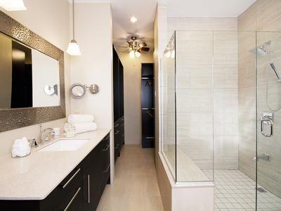 Open Plan, Contemporary Bathroom