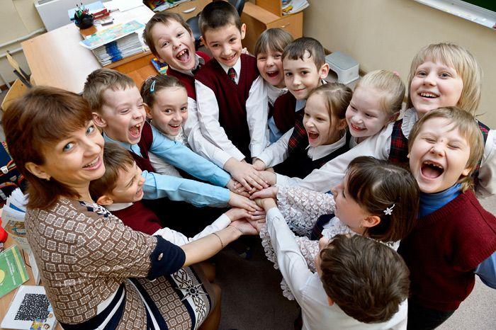 Нестандартные групповые портреты школьного класса для выпускных дипломов. Фотографии сделаны в школах Москвы.