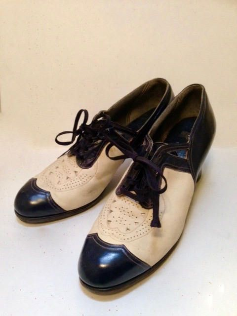 Vintage 1930s Navy and White Shoes - 7.5 to 8 by VioletsEmporium on Etsy