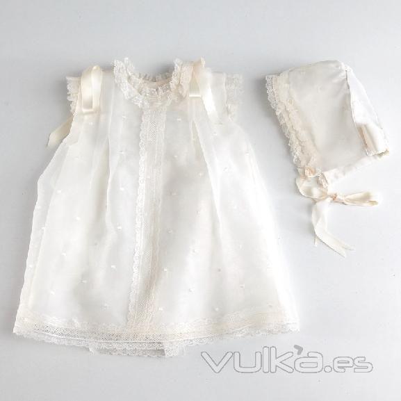 8091af99082a8 Foto  Vestido faldon para bautizo de bebe. Lleva gorro. Hecho a ...
