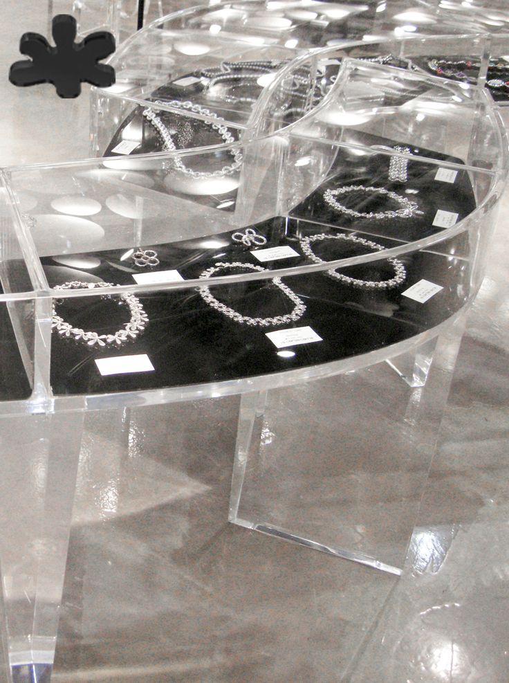 Acrylic interiors - Acrylic showcase 'ONDA' -  design Kris Ruhs - for Carla Sozzani 10 Corso Como Milan. #modern #minimal #living #acrylic #plexiglass #design  #store #decor #interior http://www.eldoradosas.it/progetti-plexiglass-su-misura-large/corso-como-10.html