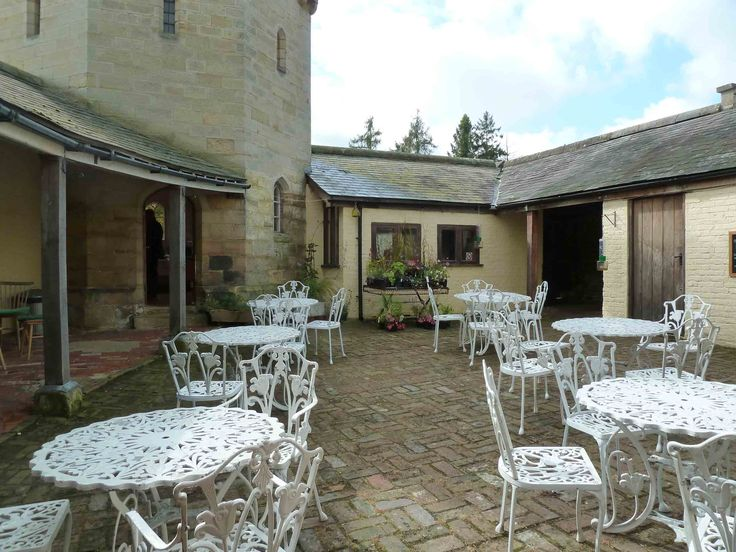 courtyard Longdene Abbey (Template: Chiddingstone Castle)