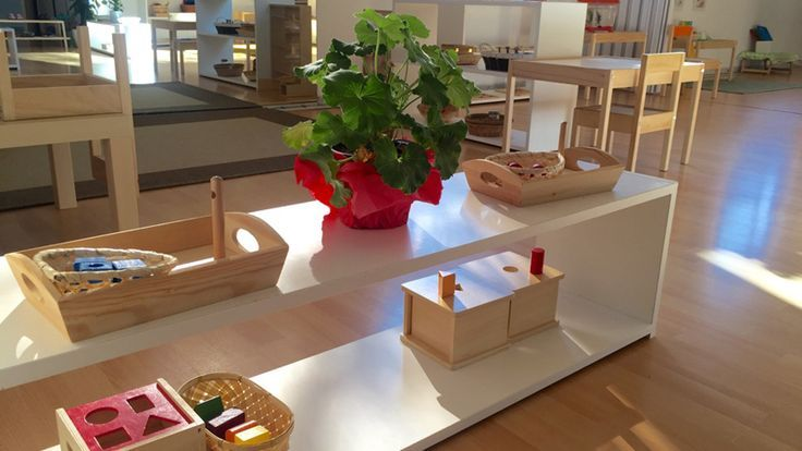 10 simple ideas to steal from these amazing Montessori classrooms in Spain - We are Montessori Village from Spain – four Montessori schools in Madrid. We have a Nido (for babies), Infant Community (for toddlers) and Casa (for preschoolers). We are trained guides working to show Montessori to the rest of Spain, to make parents and society more conscious. It's so important to show there is an alternative to traditional school. Our environments are prepared with care right down to the smallest…
