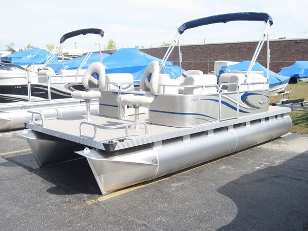 17 best ideas about small pontoon boats on pinterest for Best fishing pontoon boat