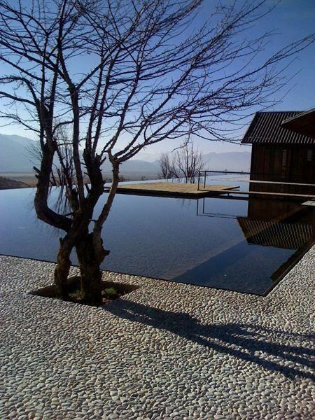 Edgeless pool. The Water House Lijiang by Li Xiaodong Atelier.