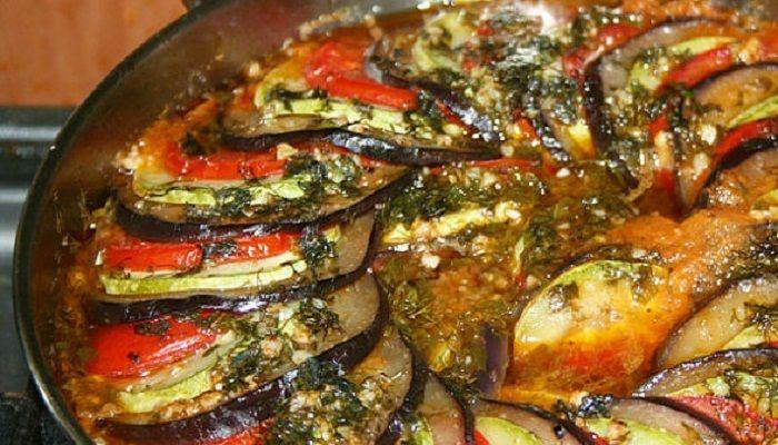 Если вам нравятся необычные вегетарианские блюда, баклажан, приготовленный по этому рецепту вместе с томатами и …