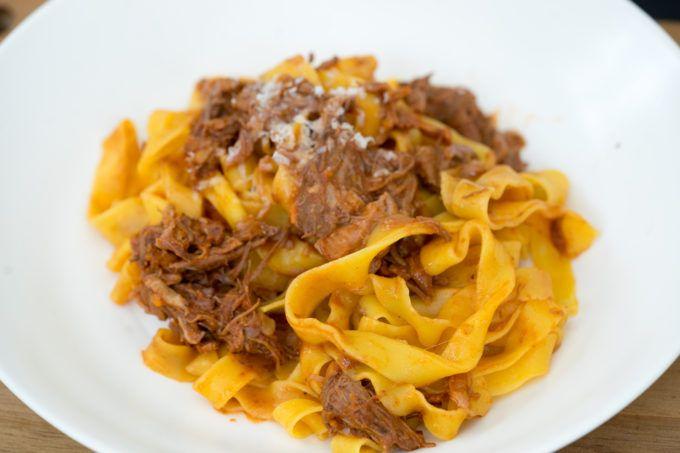 Pappardelle con ragú di costine di manzo (pappardelle with beef short rib ragú) | Living a Life in Colour