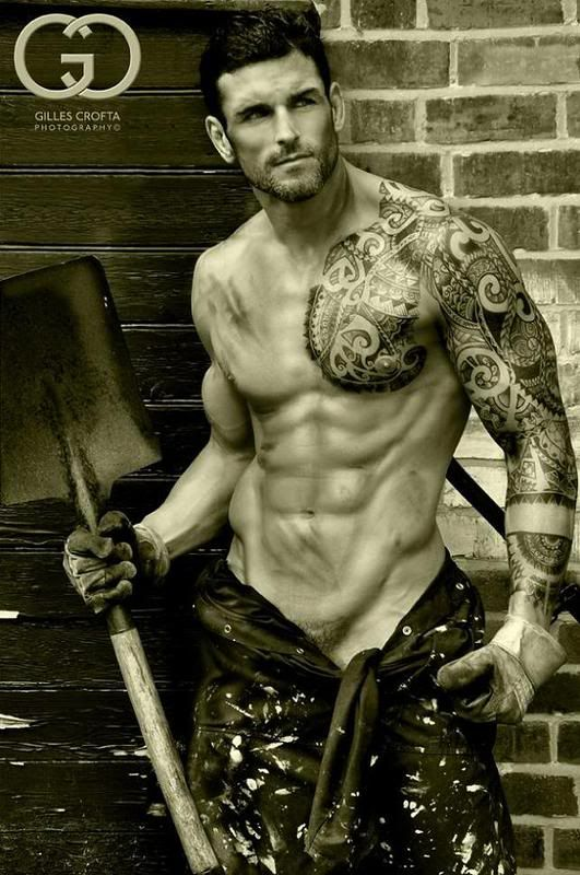 Holy moly, this guy is smoking hot!  I love the sleeve.  I just want to touch his abs.