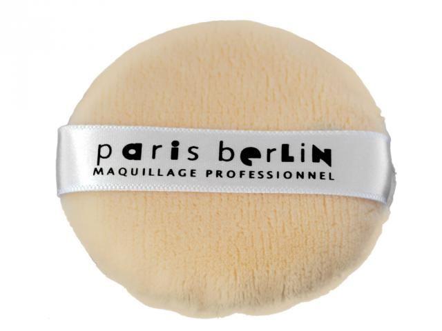 Paris Berlin Kashmir Puderpuff Gjord utav det finaste och lyxigaste materialet, kashmir. Supermjuk mot kundens hud vid sminkning och applicering av puder.