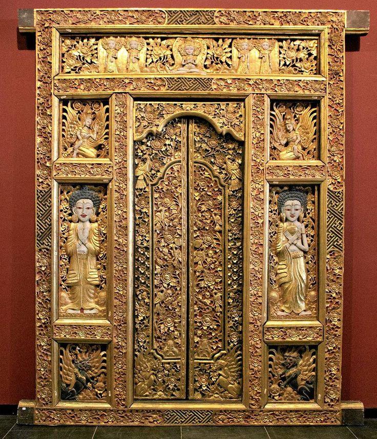 Brama świątynna, anonimowy rzeźbiarz balijski, XX w.Wystawa 'Magia i sztuka Bali'.